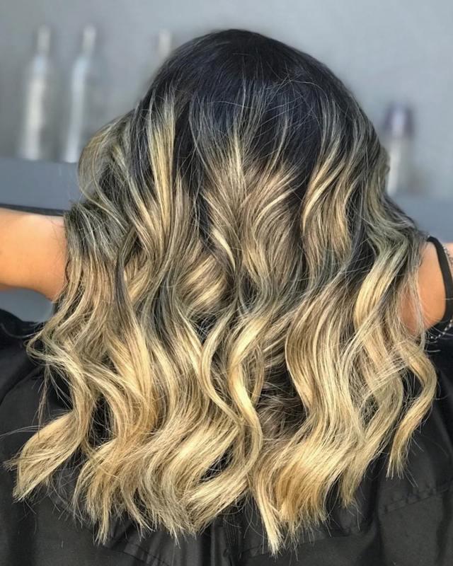 Quando tudo o que o cabelo precisa é um bom corte, o resultado é esse, cabelo saudável e volumoso como deve ser ♥️💥. . . . . . #hairstyle #hair #haircut #haircolor #love #beauty #beleza #cabelos #loiros #ombrehair cabelo cabeleireiro(a) stylist / visagista maquiador(a) designer de sobrancelhas