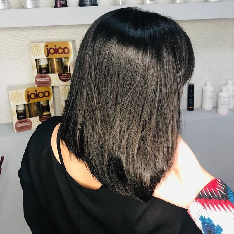 Não é só de #blondehair que nosso feed é recheado! Determinação e poderrrrr que você quer? Pode deixar! ♥️ . . . . . . #hair #hairstyle #darkhair #morenas #love #cortereto #beauty #santoandre cabelo cabeleireiro(a) stylist / visagista maquiador(a) designer de sobrancelhas