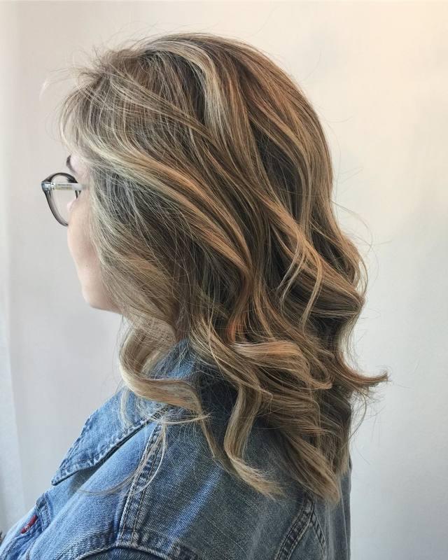 Quem não ama começar o ano com a raíz retocada? . . . . . .  #loiras #hair #hairstyle #colorhair #blondehair #blonde #joico #keunebrasil #trusshair #love #santoandre cabelo cabeleireiro(a) stylist / visagista maquiador(a) designer de sobrancelhas