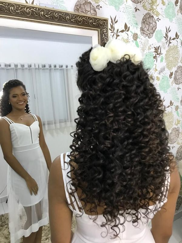 Penteado feito com baby liss. Finalizado  com óleo de argan e pouco spray. cabelo cabeleireiro(a) depilador(a) manicure e pedicure
