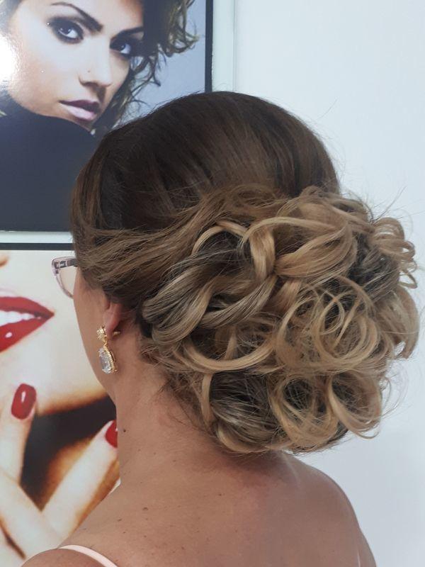 Penteado cliente com pouco cabelo . Feito com aplique de tictac . cabelo cabeleireiro(a) depilador(a) manicure e pedicure