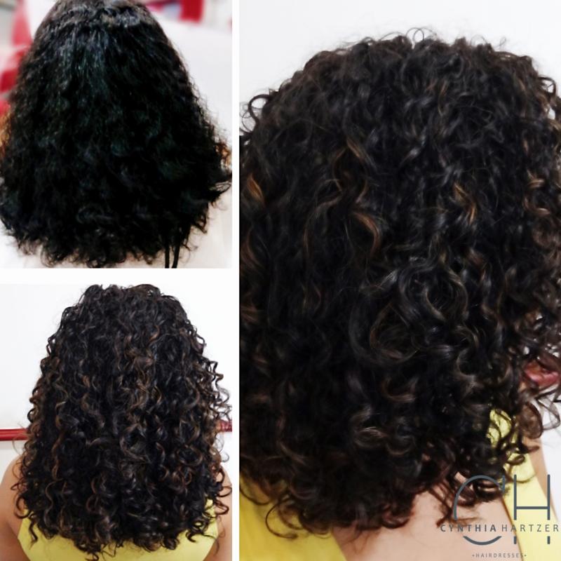 Cachos sutilmente iluminados com corte para controle de volume e finalização com difusor. cabelo cabeleireiro(a)