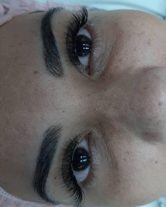 Alongamento de cilios outros cabeleireiro(a) maquiador(a) barbeiro(a) designer de sobrancelhas dermopigmentador(a)
