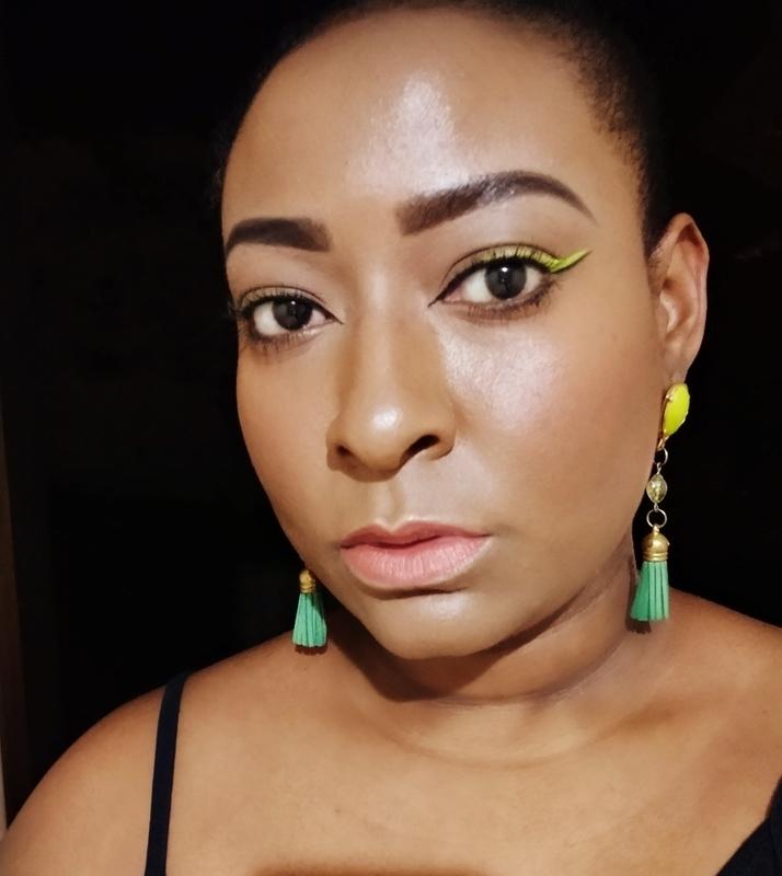Pele Glow e Delineado colorido maquiagem maquiador(a) designer de sobrancelhas