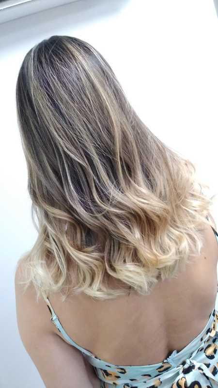Usando varias técnicas se tornou um ombre hair maravilhoso cabelo cabeleireiro(a)