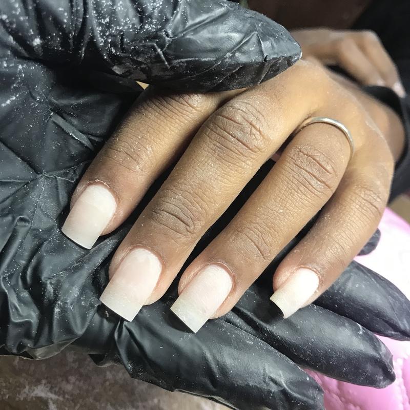 unha manicure e pedicure maquiador(a)