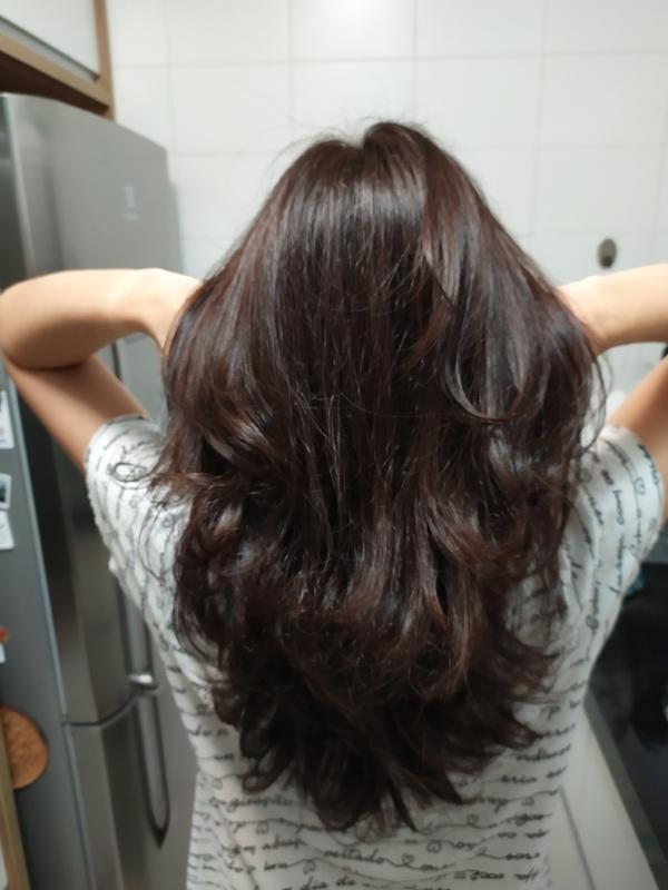 Aplicação de tonalização e escova. cabelo