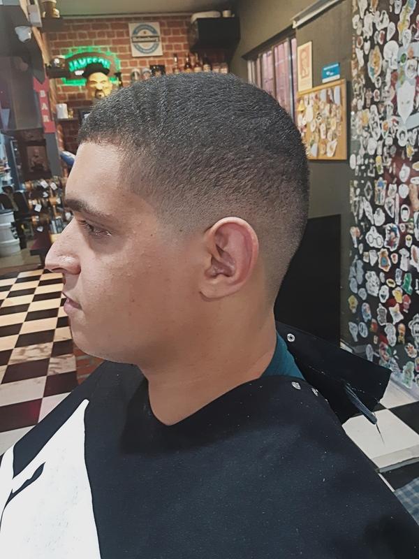 Degrade de 0 cabelo barbeiro(a) cabeleireiro(a)