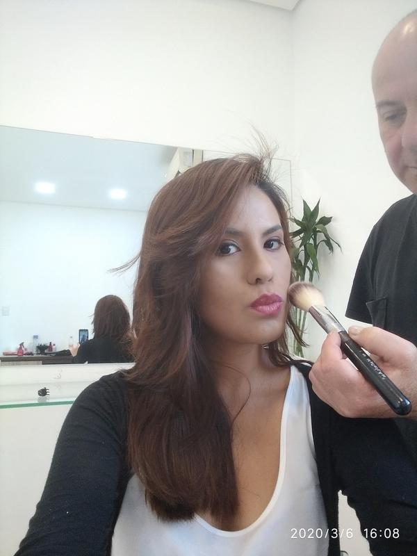 maquiagem cabeleireiro(a) barbeiro(a) maquiador(a) designer de sobrancelhas depilador(a)
