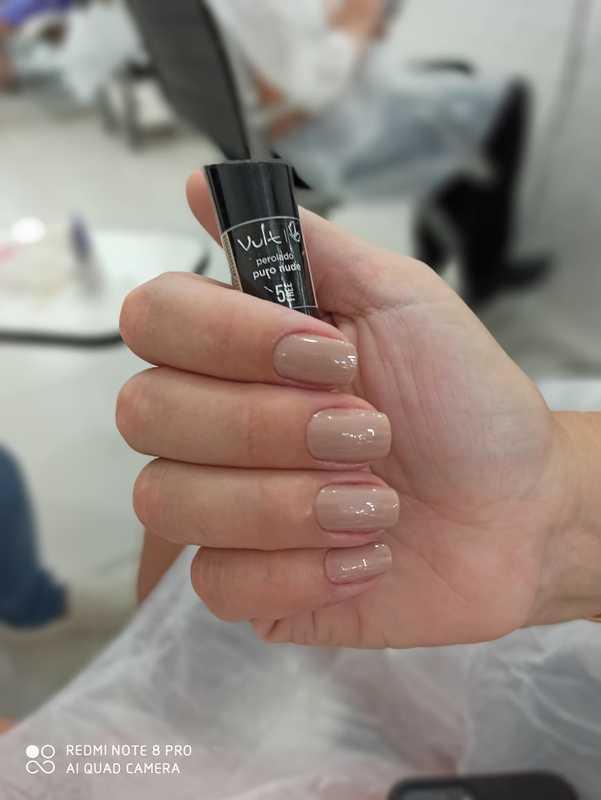 unha auxiliar cabeleireiro(a) manicure e pedicure