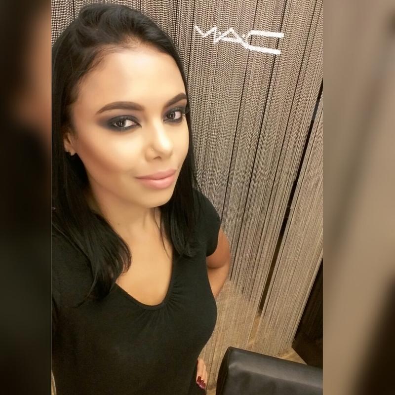M.A.C  Artist maquiagem maquiador(a) designer de sobrancelhas cabeleireiro(a)