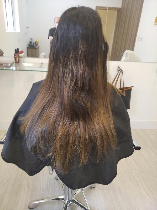 Retoque das luzes. cabelo cabeleireiro(a) barbeiro(a) maquiador(a) designer de sobrancelhas depilador(a)