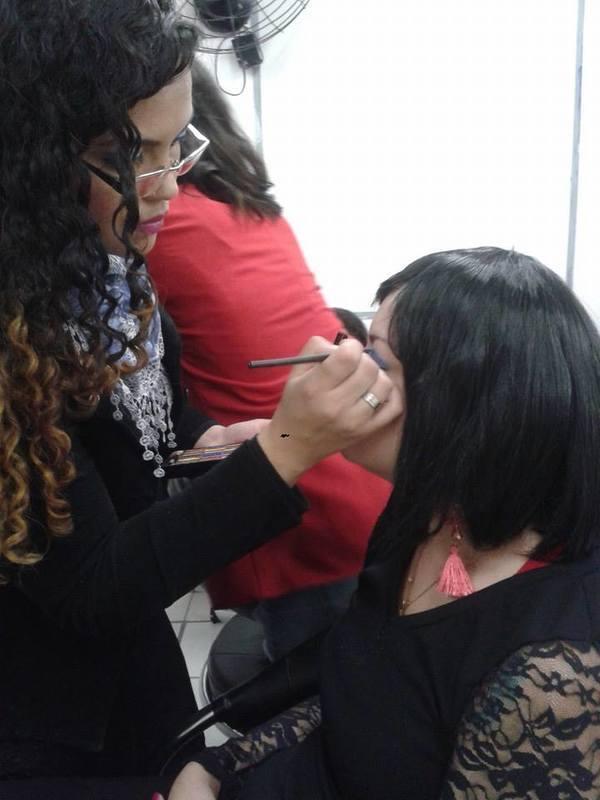 MAKE | Embelleze Santa Cecília | Abril 2013 | 💕💇🏻💆🏼✂️📚💕 #InstitutoEmbelleze #CabeleireiraProfissional #EmbellezeSantaCecília #Embelleze #CabeleireiroProfissional #CursoDeCabeleireiro #InstitutoEmbellezeSantaCecília maquiagem auxiliar cabeleireiro(a) designer de sobrancelhas recepcionista auxiliar administrativo depilador(a) outros