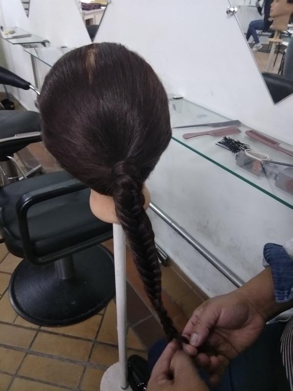 Primeira aula de tranças | Escama de Peixe | 💁🏻❤️ | Treinando com os Colegas | Aula de Técnicas de Cabelo | Professora Josi | #Trança #TrançaEscamaDePeixe #EscamaDePeixe #Tranças #ProfessoraJosi #JosianeRibeiro #CENLEP2019 #CENLEP #CenlepNossoLar #NossoLar #AssistenteDeCabeloIII 💕💆🏼💇🏻✂️📚 cabelo auxiliar cabeleireiro(a) designer de sobrancelhas recepcionista auxiliar administrativo depilador(a) outros