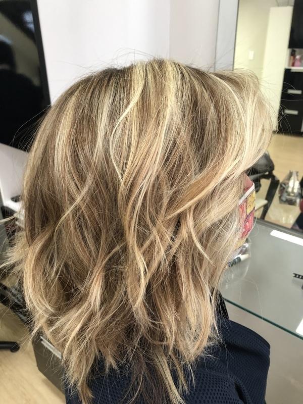 Cabelo feito em técnica rápida para trazer pontos de luz em 2 tons para cliente. cabelo