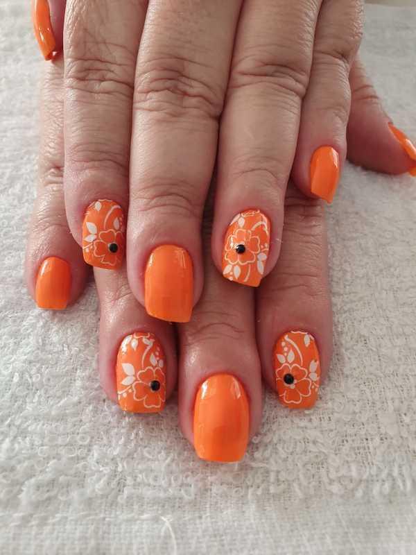 Unha laranja floral  unha manicure e pedicure designer de sobrancelhas depilador(a)