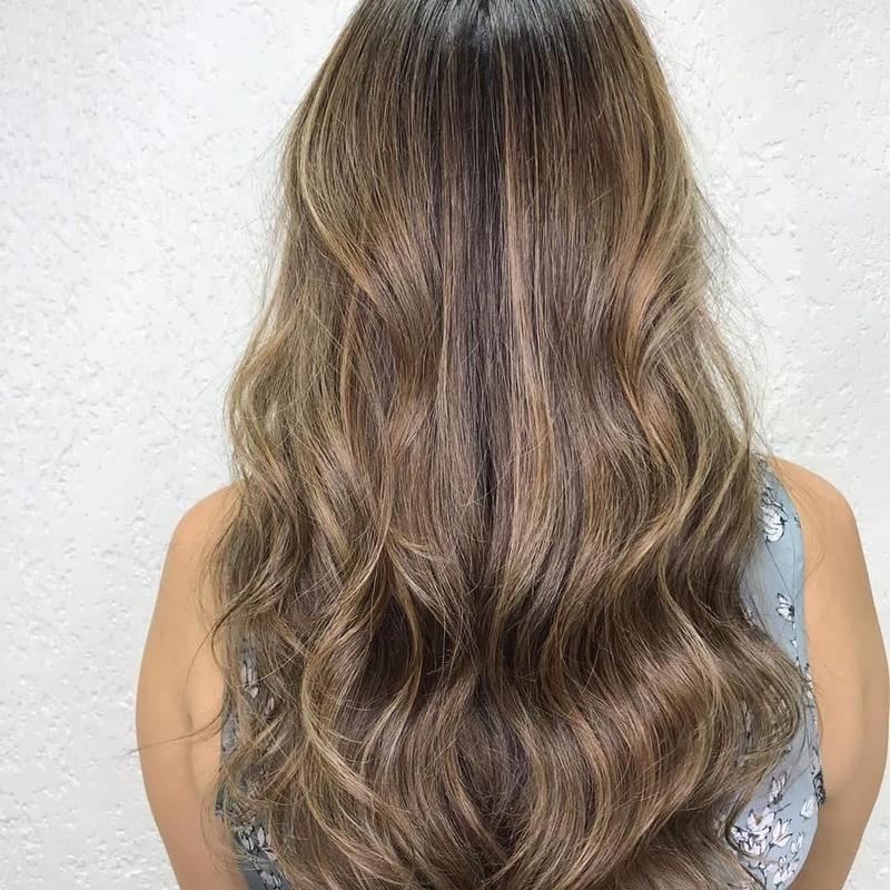 Depois cabelo auxiliar cabeleireiro(a) assistente maquiador(a)