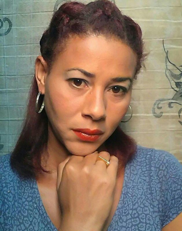 Cabelos com trança e maquiagem noite maquiagem maquiador(a) designer de sobrancelhas manicure e pedicure massagista cabeleireiro(a) outros