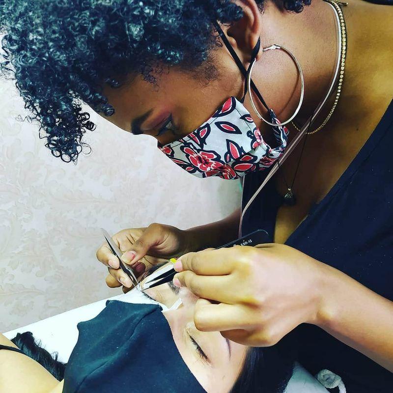 Alongamento de cílios outros micropigmentador(a) designer de sobrancelhas assistente maquiador(a) auxiliar de limpeza maquiador(a) recepcionista