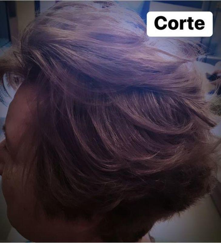 Corte curto com camadas e movimento cabelo cabeleireiro(a) maquiador(a)