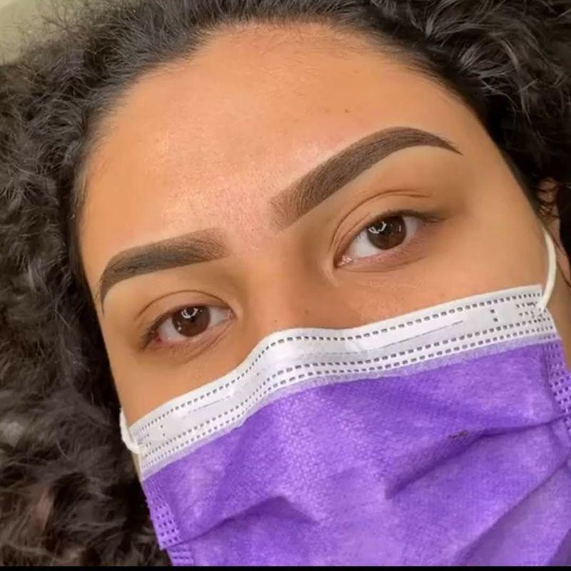 cabeleireiro(a) designer de sobrancelhas maquiador(a)