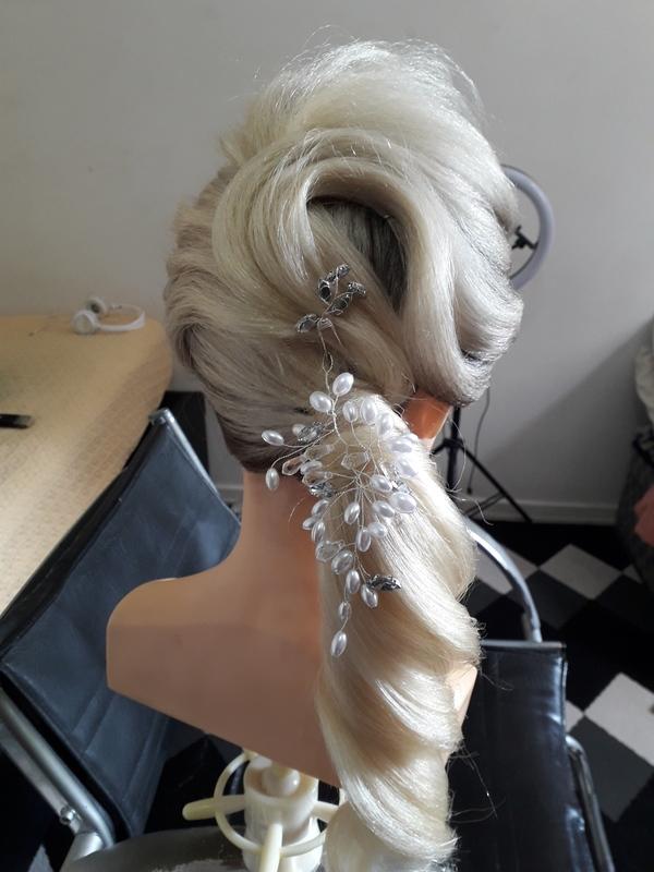 Rabo de cavalo baixo torcido é pliçado 😘 cabelo cabeleireiro(a) barbeiro(a) maquiador(a) designer de sobrancelhas depilador(a)
