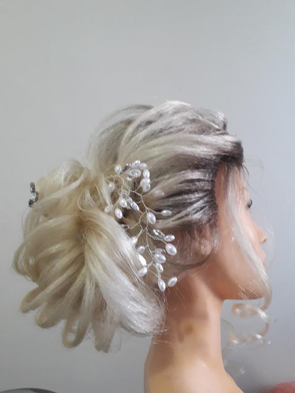 COQUE baixo lateral pliçado com trança lateral é moicano. 😍 cabelo cabeleireiro(a) barbeiro(a) maquiador(a) designer de sobrancelhas depilador(a)