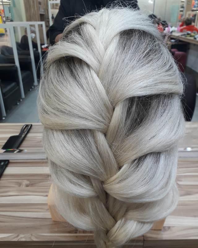 Trançado  cabelo cabeleireiro(a) barbeiro(a) maquiador(a) designer de sobrancelhas depilador(a)