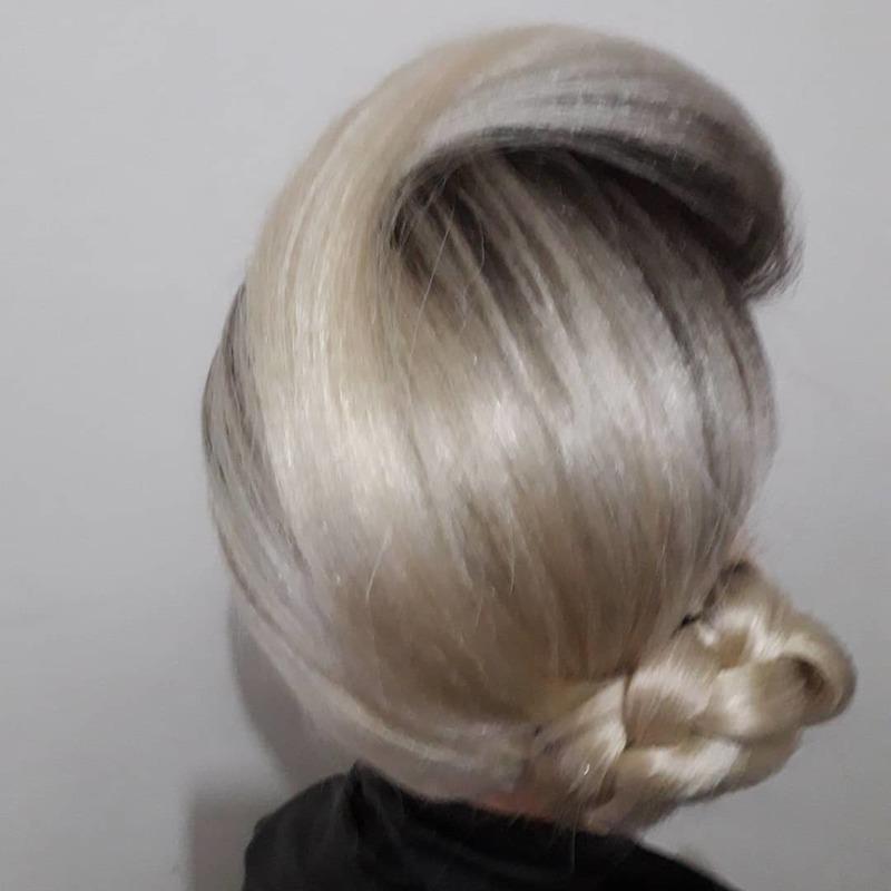 Coque lateral baixo trancado cabelo cabeleireiro(a) barbeiro(a) maquiador(a) designer de sobrancelhas depilador(a)