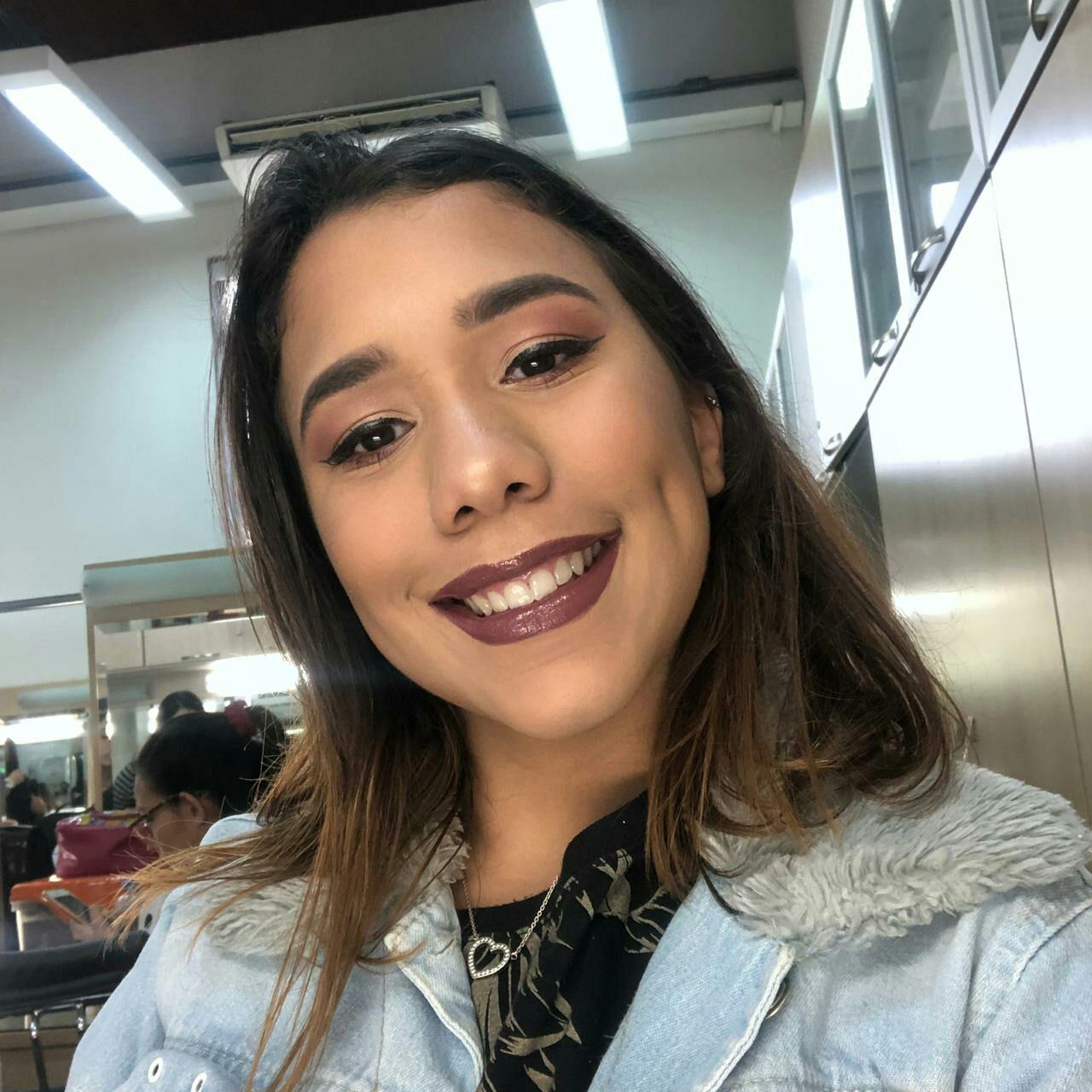 helen Carvalho Maquiagem